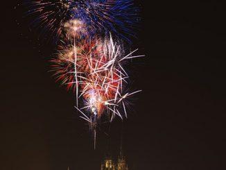 fireworks-1434537_640